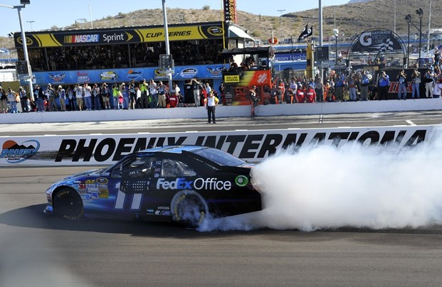 NASCAR, Subway Fresh Fit 500 2012, Denny Hamlin burn his tyres after success in race