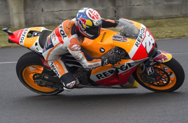 Dani Pedrosa of Spain and Repsol Honda Team rounds the bend during the MotoGP race during the MotoGP Of Japan - Race at Twin Ring Motegi on October 11, 2015 in Motegi, Japan.