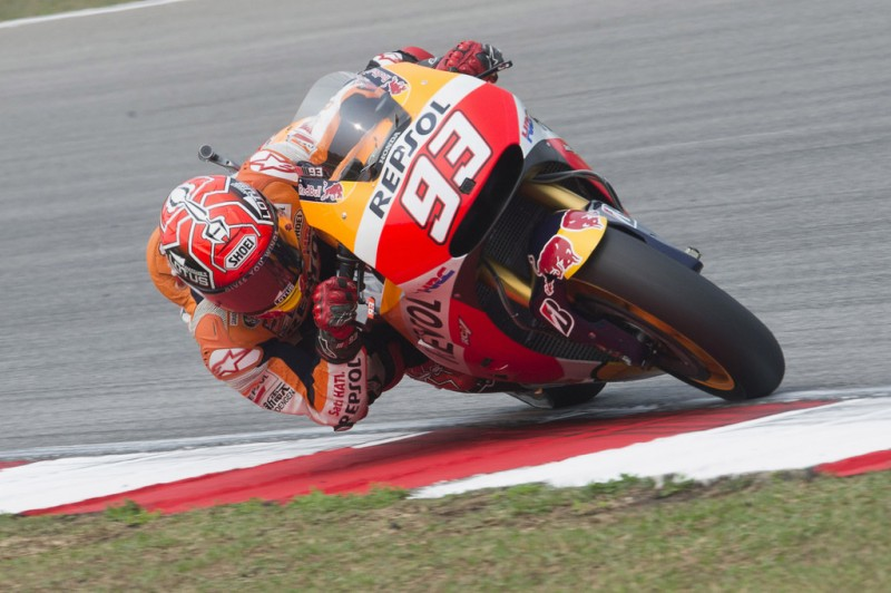 Marc Marquez of Spain and Repsol Honda Team rounds the bend during the MotoGP race during the MotoGP Of Malaysia at Sepang Circuit on October 25, 2015 in Kuala Lumpur, Malaysia.