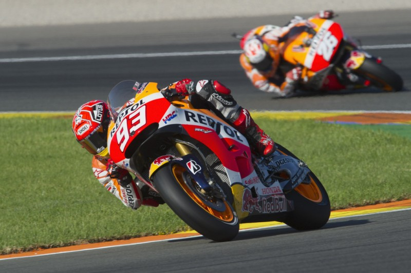 Marc Marquez of Spain and Repsol Honda Team leads the field. during the MotoGP race during the MotoGP of Valencia - Race at Ricardo Tormo Circuit on November 8, 2015 in Valencia, Spain.